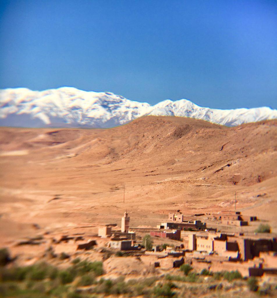 Vista das Atlas Mountains do alto do Kasbah Ait-Ben-Haddou