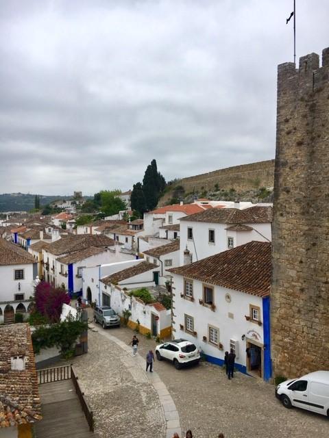 Vista da Rua Direita em Óbidos, Portugal